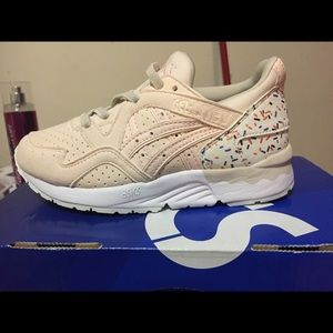 ASICS toddler girls sneakers size 11 Brand new